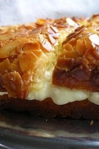Bee Sting Cake (Bienenstich) | Sweet Sweet Treat-looks like a lot of work (for me) but I bet it's divine!