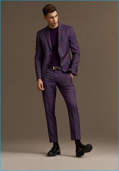 Alessio Pozzi by Ben Weller for Versace Fall/Winter 2016 Mens Fashion Suits, Mens Suits, Suit Men, Purple Suits, Purple Man, Look Man, Party Suits, Versace Men, Fashion Poses