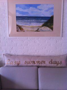 langwerpig kussen : lazy summer days. verkrijgbaar via www.philomenelensveld.blogspot.nl of facebook