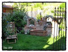 Selbst gemauerte ruine und rhododendronbl te bilder und fotos gardening pinterest fotos - Backsteinmauer im garten ...