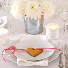 Cookie heart & ribbon decoration place setting for Christmas