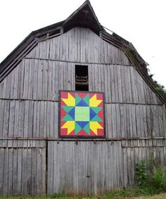 Quilt Barn    Location:  On Charles and Carolyn Renfro's Barn on Hwy 11W.  Grainger Co - TN  Latitude:N/A  Longitude:N/A  MapApprox    Notes:  Mountain Variation pattern:  Photo by Candy Barbee  Painted by Washburn H.S. art students