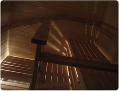 Porilaisessa taloyhtiön saunatilassa peruslauteet ja paneloinnit kuusi, tunnelmaa tuovat lauteiden alle asennetut epäsuorat ritilätvalot House, Home, Haus, Houses, Homes