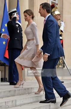 French President Francois Hollande (not seen) welcomes King Felipe VI of Spain (R) and Queen Letizia (R2) of Spain at the Elysee Palace on July 22, 2014 in Paris, France. King Felipe VI and Queen Letizia of Spain pay official visit in France.