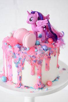 My Little Pony Party by Kara's Party Ideas. My Little Pony Cake - See the most adorable My Littl Bolo My Little Pony, Festa Do My Little Pony, My Little Pony Cupcakes, Little Girl Birthday Cakes, 4th Birthday Cakes, Little Girl Cakes, Unicorn Birthday Cakes, Birthday Ideas, Anniversaire My Little Pony