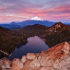 Happy #escaype day!  This is Mt Shasta from Castle Lake.  #escaypeforlyfe www.escaype.com  #mtshasta #sunset #landscape #photo #sunset #pink #landscapephotography #epic #earthmagazine #photooftheday #natgeolandscape #awesomeearth by @txdphotography