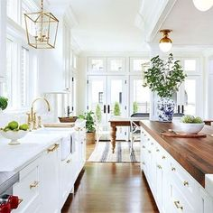 Beautiful white kitchen cabinet decor ideas (90)