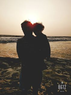 Silhouette...Dad holding baby #photographies