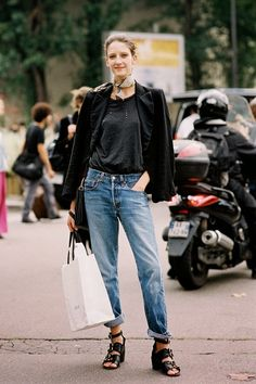 Street Style: A Laid-Back Chic Way To Wear A Neck Scarf