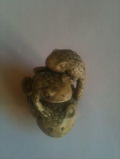 Netsukè ultra raro con tre rane in Avorio di qualità Chiama Danilo 0039 335 6815268 - Netsukè super rare with three frogs in High quality ivory Call Danilo 0039 335 6815268