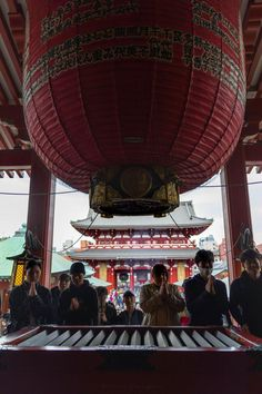 Visiting Senso-Ji Temple in Tokyo, Japan - Annie Fairfax Travel And Tourism, Asia Travel, Travel Destinations, Travel Articles, Travel Photos, Travel Advice, Tokyo Things To Do, Japanese Paper Lanterns, Japanese Travel