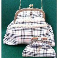 Nos gustan los #cuadritos #burberry #bolsos #boquilla #monederos #complementos #moda #artesania#hechoamano  - dfieltro via Instagram