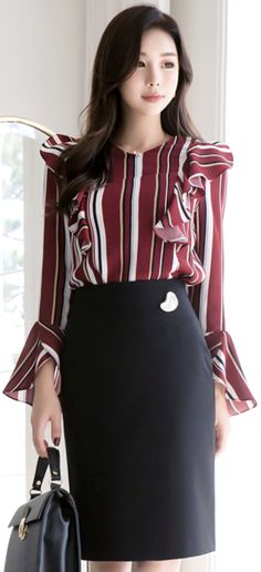 StyleOnme_Gold Heart Decorative Detail Pencil Skirt #elegant #pencilskirt #koreanfashion #kstyle #kfashion #feminine #falltrend #seoul