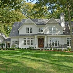 The exterior of this house has some classic farmhouse style, but has been updated with modern simplicity and clean lines. I love the white color paired with the shine from the metal roof. Ranch style homes have such a cool… Continue Reading → Modern Farmhouse Exterior, Rustic Farmhouse, Farmhouse Ideas, Style At Home, Traditional Home Exteriors, Traditional House Plans, Traditional Kitchens, Traditional Bedroom, Design Exterior