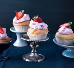 Zitronen-Cupcakes mit Erdbeer-Topping