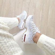 Sneakers femme - Nike Air Max Plus (©nawellleee)