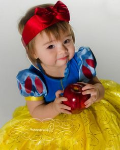Little girl one year old Photography Snow white Halloween Costume 1 Year Old, Mother Daughter Halloween Costumes, Halloween Fashion, Halloween 2015, Halloween Photos, Halloween Costumes For Girls, Baby Halloween, Creepy Food, Scary Makeup