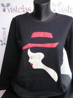 Camiseta de algodón, en color negra y de manga larga. Talla XL. El dibujo es una aplicación de patchwork, con telas de algodón de primera calidad. Esta camiseta se puede lavar en la lavadora, incluso en aguas templadas (40º). Las telas no destiñen. Disponible en Artesanum y Artesanio