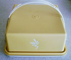 we used to have this tupperware set at home!!!