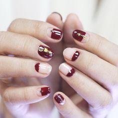 """""""[#유니스텔라트렌드]❤️ 버건디컬러로 디자인한 #네거티브스페이스 #큐티클네일  #스터드네일 이예요! #유니스텔라 #네일디자이너 #unistella#gelnails #nailart #nails#nail#nailedit#negativespacenails…"""""""