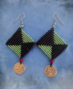 Rhombus macrame earrings, earrings with coin detail, black and mint colors