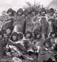 Museo Chileno de Arte Precolombio Selk´nam Native American Photos, American Indian Art, We Are The World, People Of The World, Southern Cone, Australian Aboriginals, Melbourne Museum, Indigenous Tribes, Aboriginal People
