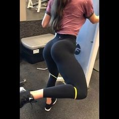 GLUTES GLUTES BABY!! Your fairy ♀️ glute mother coming in clutch . If you are still struggling with feeling your glutes firing , I got…