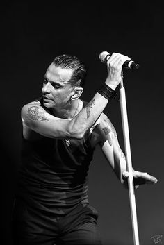 Dave Gahan, leader, singer, frontman and showman of Dépêche Mode.