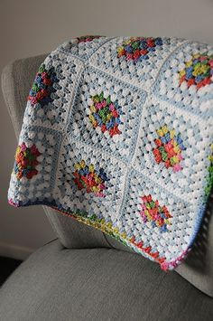 crochet granny square patterns melizabeth's Granny Squares, free pattern by Michelle Burnes. Love the combination of vibrant and pale colors. Granny Square Crochet Pattern, Crochet Squares, Crochet Granny, Granny Squares, Big Granny, Granny Square Afghan, Crochet Quilt, Love Crochet, Crochet Yarn