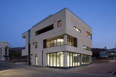 SONGCHU MAPLE HOUSE : 모던스타일 주택 by IDEA5 ARCHITECTS