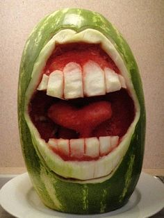 funny-watermelon-carving-art kinda wanna try