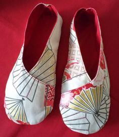 Most recent Cost-Free sewing tutorials kimono Ideas eSHEEP DESIGNS: His and Hers Robert Kaufman Inspired Kimono Slippers Diy Sewing Projects, Sewing Hacks, Sewing Tutorials, Sewing Slippers, Crochet Slippers, Sewing Patterns Free, Free Sewing, Kimono Tutorial, Shoe Pattern