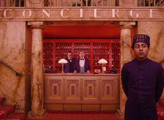 "A partir de hoje, a sala de cinema Caixa Belas Artes vai voltar a exibir o filme ""O Grande Hotel Budapeste"", de Wes Anderson, na sala escura. Grand Hotel Budapest, Owen Wilson, Ralph Fiennes, Edward Norton, Tilda Swinton, Lobby Boy, Hotel Concierge, Grande Hotel, Wes Anderson Movies"