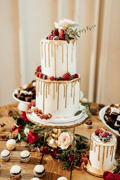 Christmas Wedding Ideas Berry and Gold Holiday Wedding At The Mulberry &; Orange Blossom Bride Christmas Wedding Ideas Berry and Gold Holiday Wedding At The Mulberry &; Summer Wedding Cakes, Elegant Wedding Cakes, Elegant Cakes, Wedding Cake Designs, Wedding Desserts, Wedding Cake Toppers, Wedding Cake Gold, Berry Wedding Cake, Purple Wedding