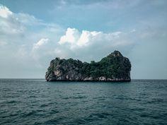 💬 Green and Gray Island on Body of Water - download photo at Avopix.com for free    👉 https://avopix.com/photo/43329-green-and-gray-island-on-body-of-water    #ocean #sea #coast #promontory #water #avopix #free #photos #public #domain