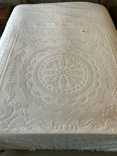 """Bedspreads & Coverlets Loyal Beautiful Vintage Hand Crocheted Ivory Lace Coverlet 71""""x 90"""""""