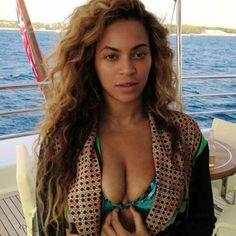 BuzzFeed celebrities without makeup. Beautiful. P.S. Miranda Kerr and Beyoncé, please never wear makeup again.