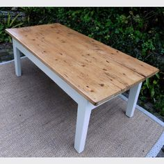 Table de salon en bois peint