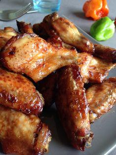 Ailes de poulet grillées au piment antillais & à la sauce huître