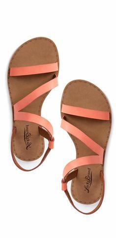 b0ac3530746e Les dernières tendances chez les sandales plates!