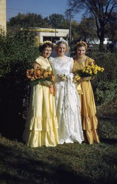 1950′s bride with her attendants (kodachrome slide)