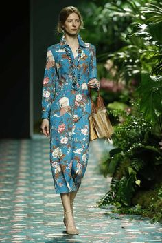 JORGE+VÁZQUEZ-067 Fashion Books, Fashion Outfits, Fashion Ideas, Dress Suits, Office Outfits, Urban Fashion, Wrap Dress, Cute Outfits, Summer Dresses
