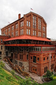 The Flour Mill, built in 1895, is a turn-of-the-century architectural remnant of the industrial history of Spokane Falls. It began full operation in 1900 and continued as a flour mill until1960. In 1973 it was purchased by a limited partnership to be developed into shops and offices in preparation for Expo 74.