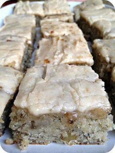 Banana Bread Bars with Brown Butter Frosting. DO NOT pass these up. Ingredients: Banana Bread Bars: c. sugar 1 c. sour cream c. butter, softened 2 eggs or ripe bananas, mashed 2 tsp. vanilla extract 2 c. all purpose flour 1 tsp. Eat Dessert First, Dessert Bars, Dessert Food, Think Food, Love Food, Banana Bread Brownies, Banana Bars, Cake Brownies, Cake Bars
