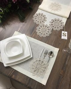 table napkin layout – Home Decorating Crochet Decoration, Crochet Home Decor, Crochet Cushions, Crochet Tablecloth, Table Runner And Placemats, Table Runners, Table Napkin, Sewing Crafts, Sewing Projects