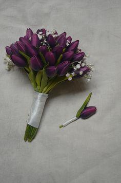 Natuurlijke echte Touch aubergine paarse tulpen en witte baby