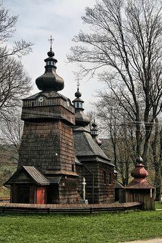 Polonia Una de las muchas iglesias de madera, que data del siglo 19, en las montañas de Beskid Baja