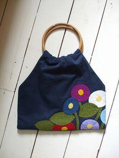 Handmade bag with handsewn wool felt applique (2)