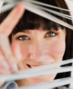 Speed-clean grubby blinds - Short cuts to make things a little easier Speed Cleaning, House Cleaning Tips, Cleaning Hacks, Cleaning Blinds, Good Housekeeping, Short Cuts, Clean House, Good To Know, Life Hacks