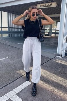 Street Style Outfits, Looks Street Style, Edgy Outfits, Teen Fashion Outfits, Cute Casual Outfits, How To Wear Sweatpants, Cute Sweatpants Outfit, Sweatpants Style, Baggy Sweatpants